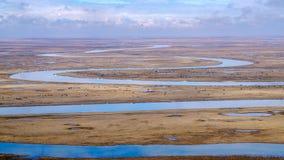 Neuf tours et dix-huit courbures de rivi?re de Kaidu dans Bayanbulak au printemps photos stock