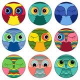 Neuf visages d'une manière amusante de hibou en cercle Images stock