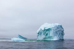 Neufundland-Eisberg lizenzfreie stockbilder