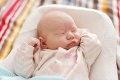 Neugeboren im Kokon stockbilder