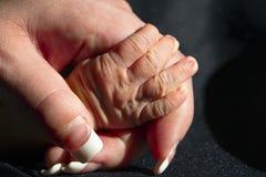 Neugeborene Hand Stockfoto