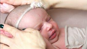 Neugeborene Schätzchennahaufnahme stock video footage