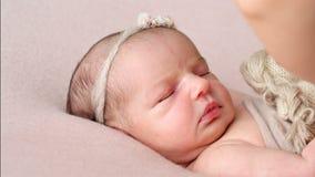 Neugeborene Schätzchennahaufnahme stock video