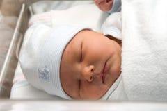Neugeborener Junge Stockfotos