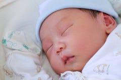 Neugeborener Schätzchenschlaf Stockbild