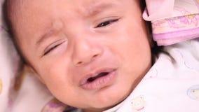 Neugeborenes Babyschreien stock video footage