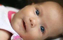 Neugeborenes Mädchen Lizenzfreies Stockfoto