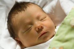 Neugeborenes Mädchen-Portrait Stockfotos