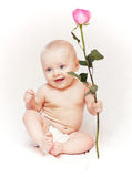 Neugeborenes Schätzchen mit Rosen Stockbilder