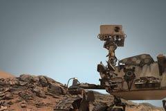 Neugier Mars Rover, welches die Oberfläche des roten Planeten erforscht Stockfoto