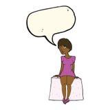 neugierige Frau der Karikatur, die mit Spracheblase sitzt Stockfotos