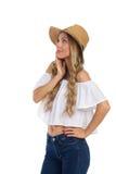 Neugierige Frau in Straw Hat Looking Away Stockfotos