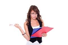 Neugieriges Mädchen mit Anmerkungen Lizenzfreie Stockfotos