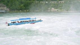 Neuhausen é Rheinfall, Suíça - 23 de julho de 2019 A cachoeira no Reno do rio em Neuhausen é Rheinfall, Schaffhausen em Switze filme