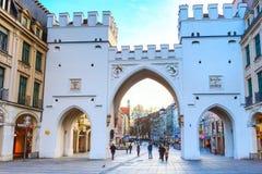 Neuhauser ulica i Karlsplatz brama w Monachium, Niemcy Obrazy Royalty Free