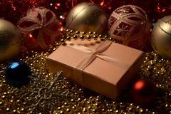 Neujahrsgeschenk, Weihnachtsdekorationen Lizenzfreie Stockfotografie