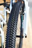 Neumático campo a través en una bicicleta de la montaña Fotografía de archivo libre de regalías