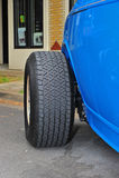 Neumático de coche restablecido imágenes de archivo libres de regalías