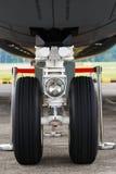 Neumático del aeroplano fotografía de archivo
