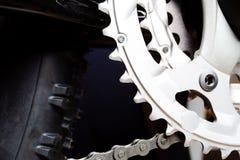 Neumático del engranaje y de la rueda de la bici de montaña Foto de archivo libre de regalías