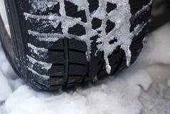Neumático frío. Conduzca cuidadosamente. Fotos de archivo libres de regalías