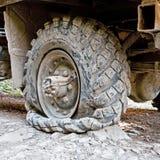 Neumático pinchado Fotos de archivo