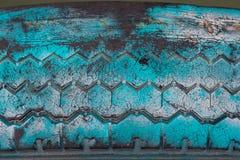 Neumático viejo sucio Imagenes de archivo