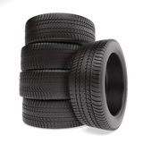 Neumáticos apilados para arriba y en el fondo blanco Foto de archivo libre de regalías