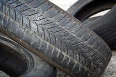 Neumáticos borrados viejos apilados foto de archivo libre de regalías