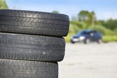 Neumáticos borrados viejos apilados fotos de archivo libres de regalías