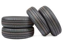 Neumáticos de coche aislados en el fondo blanco Imagen de archivo