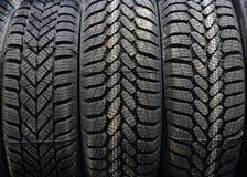 Neumáticos de coche en un almacén Fotografía de archivo