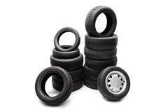 Neumáticos de coche llenados para arriba en dos pilas separadas Fotografía de archivo