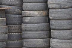 Neumáticos de coche usado viejos Foto de archivo libre de regalías