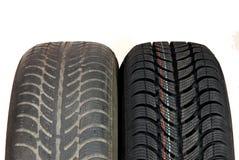 Neumáticos de coche viejos y nuevos del invierno Imágenes de archivo libres de regalías
