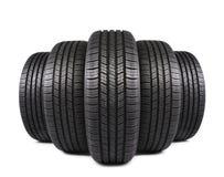 Neumáticos de goma negros del automóvil en blanco Fotos de archivo libres de regalías