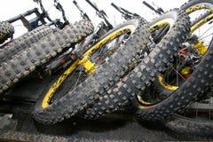 Neumáticos de la bici de montaña Fotos de archivo libres de regalías