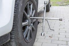 Neumáticos de un coche Foto de archivo