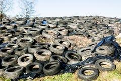 Neumáticos en descarga foto de archivo libre de regalías