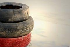 Neumáticos en el camino en el carretera Imagen de archivo libre de regalías
