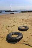 Neumáticos en la playa Fotografía de archivo libre de regalías