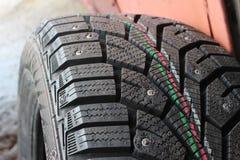 Neumáticos macros del invierno del coche del tiroteo Imagen de archivo
