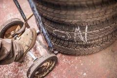 Neumáticos para la venta fotografía de archivo libre de regalías