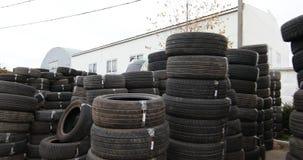 Neumáticos usados, análisis del motor de coche almacen de metraje de vídeo