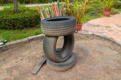 Neumáticos viejos apilados, tres Qty imagen de archivo libre de regalías