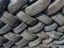 Neumáticos viejos y gastados Fotos de archivo libres de regalías