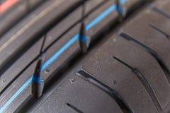 Neumáticos y ruedas de la pisada imagen de archivo libre de regalías