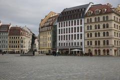 Neumarkt在有路德雕象的德累斯顿  库存图片