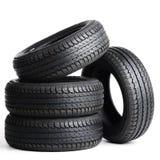 Neumáticos negros aislados en el fondo blanco Fotos de archivo libres de regalías
