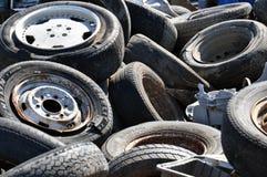 Neumáticos viejos Imagenes de archivo
